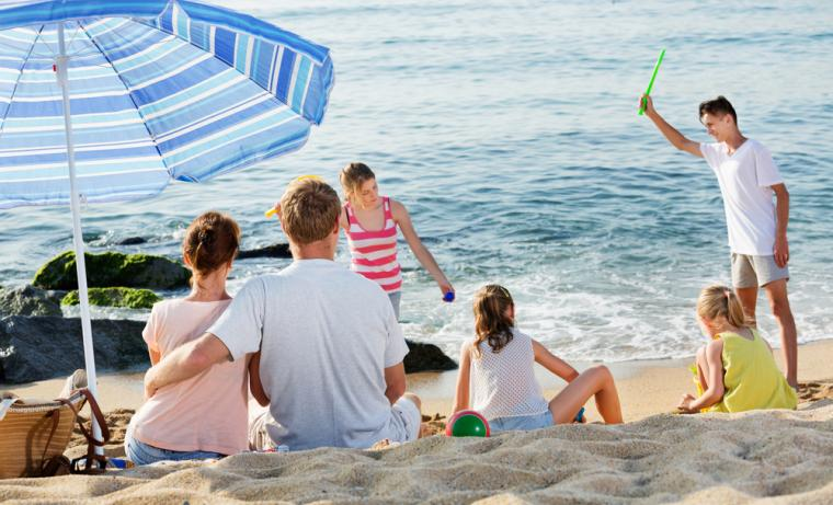 Rømø_family_relaxing_beach_1